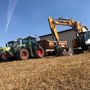 Bagger, Traktor und Kippmulde